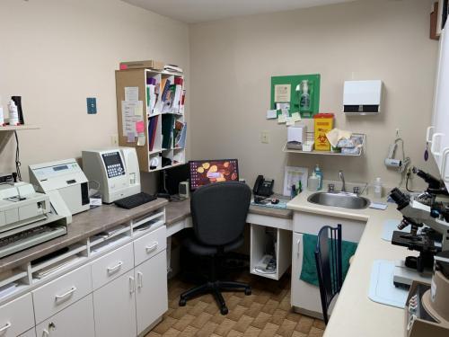 Desk area at Fairmont Animal Hospital